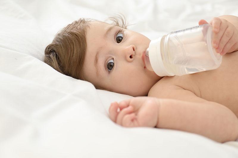 كيفية مساعدة الرضيع على تحمل الحرارة