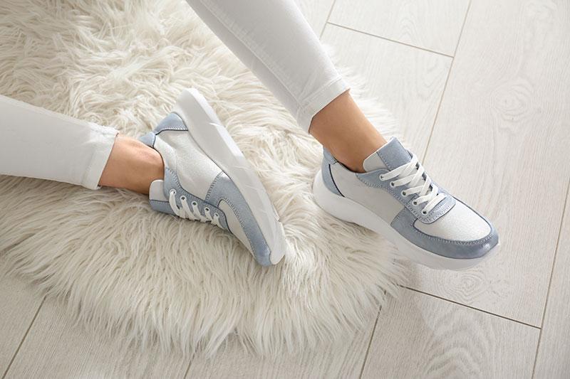 الأحذية الرياضية تفرض نفسها في عالم الموضة