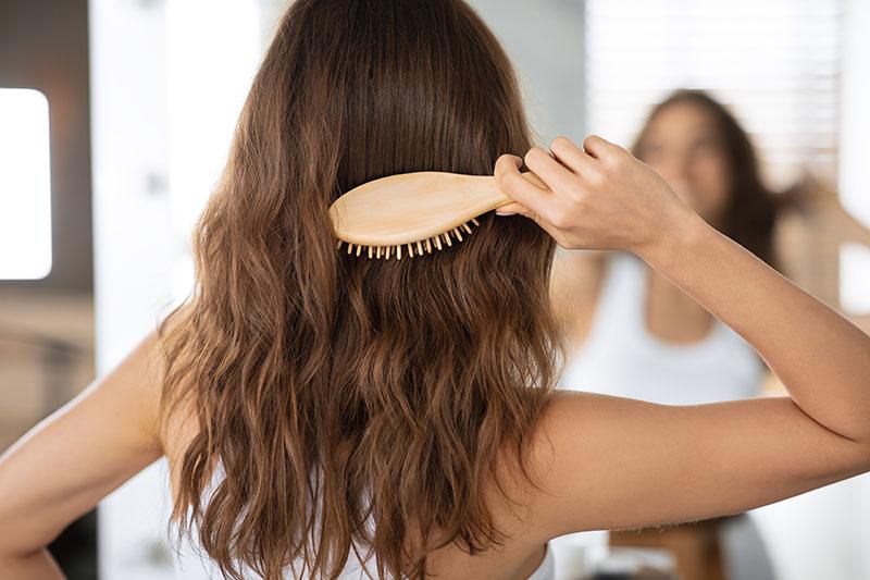 Réagir aux chutes de cheveux automnales